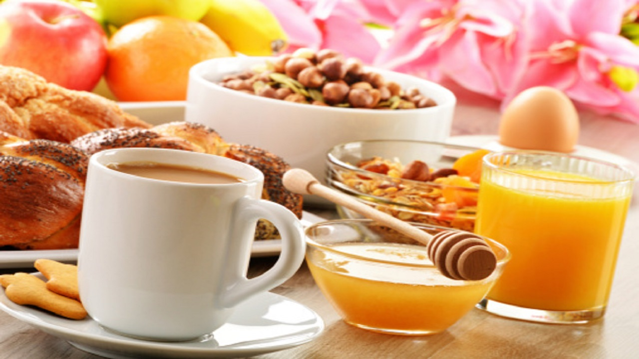 the importance of eating breakfast Research has found that breakfast is an important meal because it is beneficial to   rise today, it is especially important that they model healthy eating habits.