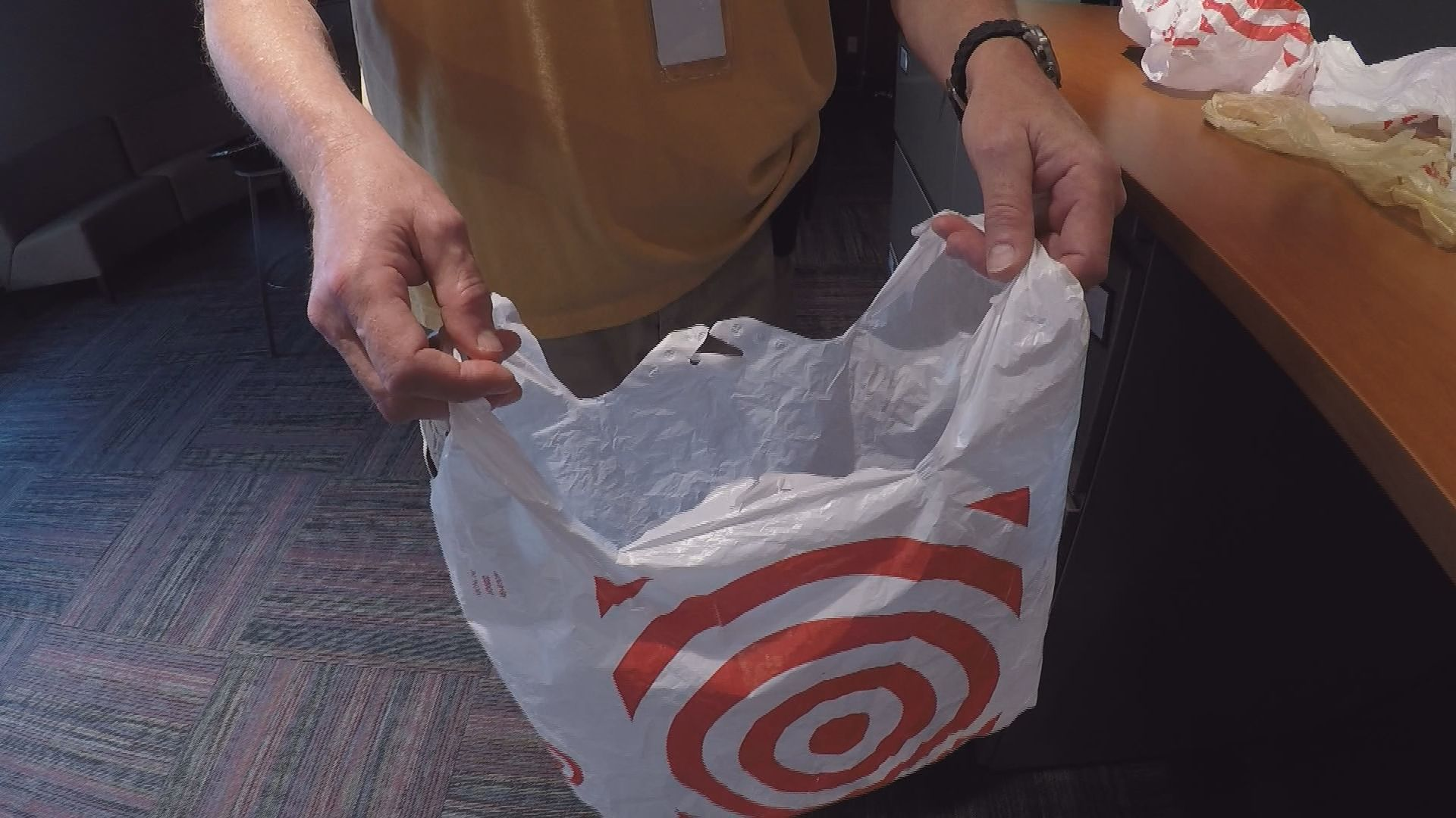 ban on plastic bag In august 2014, california became the first state to enact legislation imposing a  statewide ban on single-use plastic bags at large.