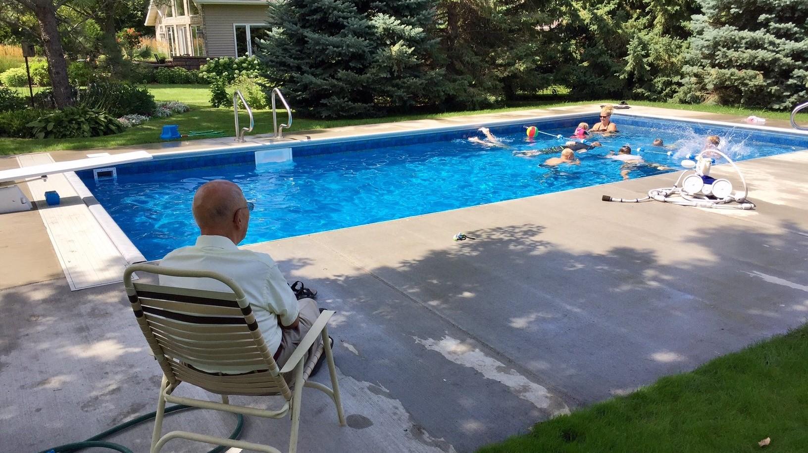 94 year old puts in pool for neighborhood kids kare11 com